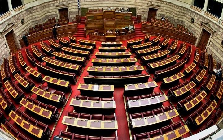 Στη Βουλή το πολυνομοσχέδιο με τα προαπαιτούμενα μέτρα