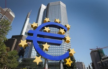 Bloomberg: Aνεβαίνει ο πήχης των κεφαλαιακών απαιτήσεων για τις ελληνικές τράπεζες