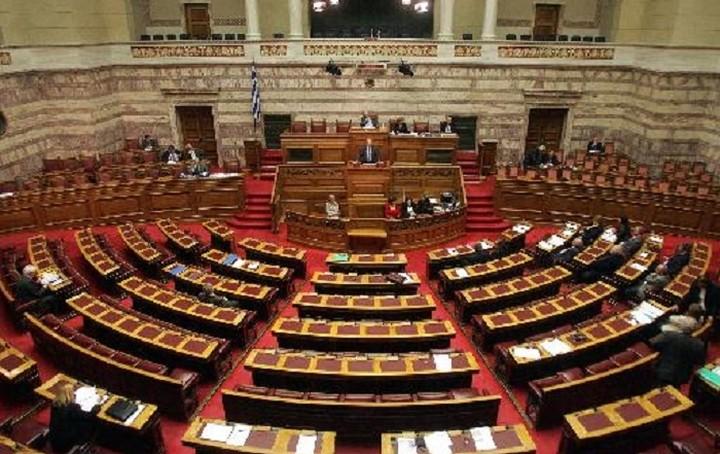 Ξεκίνησε στην Ολομέλεια της Βουλής η συζήτηση για το ν/σ με τα προαπαιτούμενα