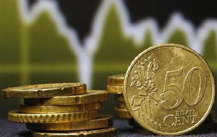 Πτώση 0,42% σημειώνει το ευρώ έναντι του δολαρίου