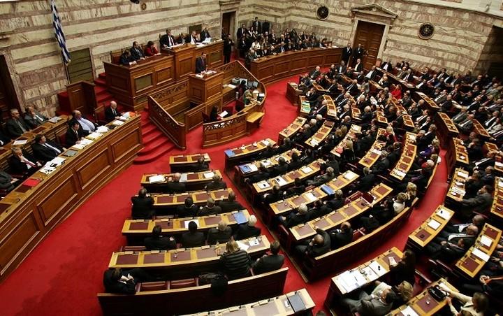Κόντρα ΣΥΡΙΖΑ - ΝΔ στη Βουλή για τα προαπαιτούμενα
