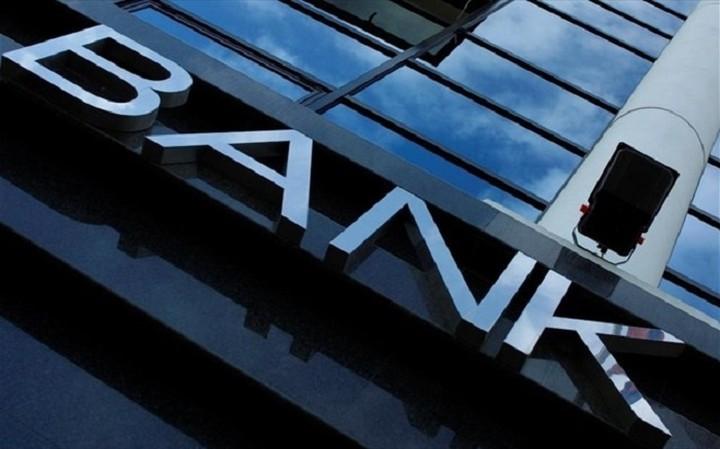 Πρόσω ολοταχώς για ανακεφαλαιοποιήση τραπεζών και άρση των capital controls