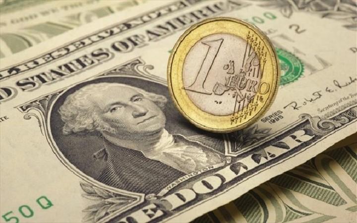 Ενισχύθηκε σήμερα το ευρώ έναντι του δολαρίου