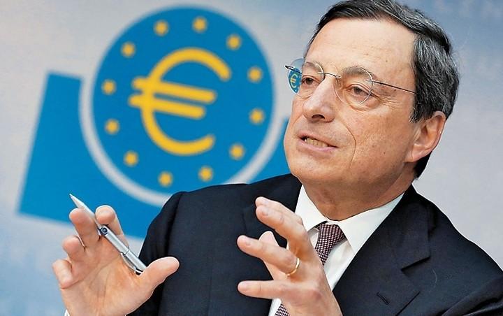 Ντράγκι: Θα επανεξετάσουμε την πολιτική μας τον Δεκέμβριο