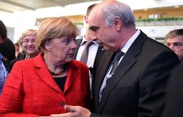 Συνάντηση Μέρκελ- Μεϊμαράκη στο συνεδρίο του ΕΛΚ