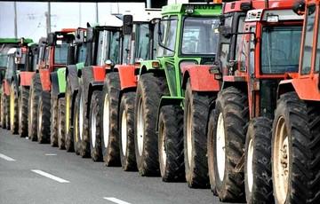 Για δεύτερη μέρα στα μπλόκα αγρότες και κτηνοτρόφοι