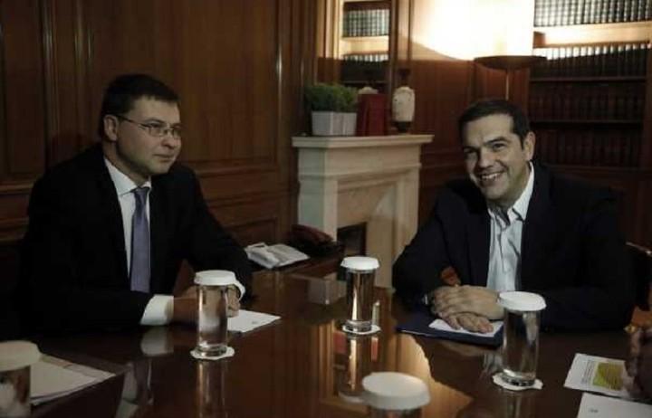 Ντομπρόβσκις: Πρώτα η αξιολόγηση, μετά η ανακεφαλαιοποίηση