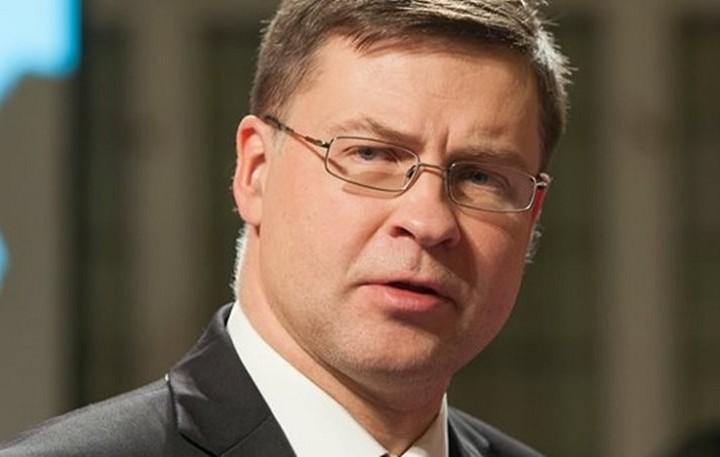 Ντομπρόβσκις: Κούρεμα καταθέσεων αν δεν ολοκληρωθεί η αξιολόγηση μέσα στο έτος