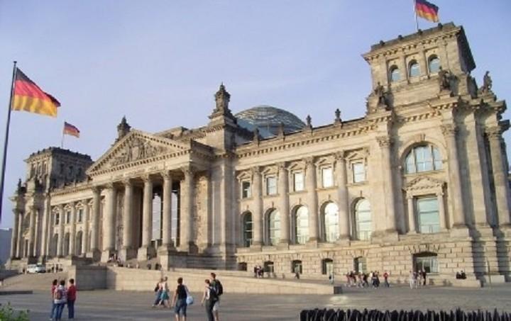 Γερμανία: Δεν θα γίνουν «εκπτώσεις» στους όρους του Μνημονίου