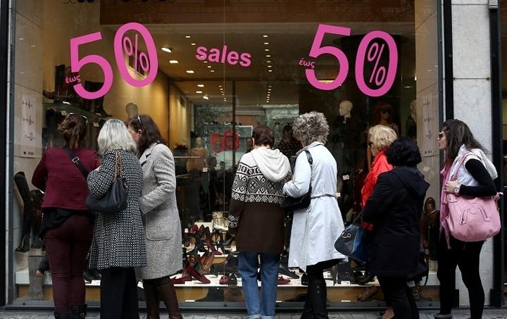 Ανοιχτά τα καταστήματα την Κυριακή - «Πρεμιέρα» για τις ενδιάμεσες εκπτώσεις