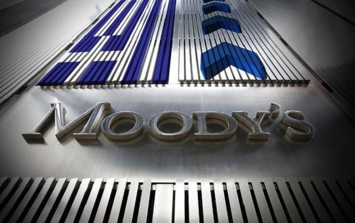 """""""Καμπανάκι"""" Moody's: «Credit negative» οι ανάγκες 14,4 δισ. ευρώ των τραπεζών"""