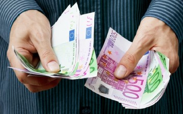 'Ερχεται νομοσχέδιο για τη νομιμοποίηση των αδήλωτων χρημάτων