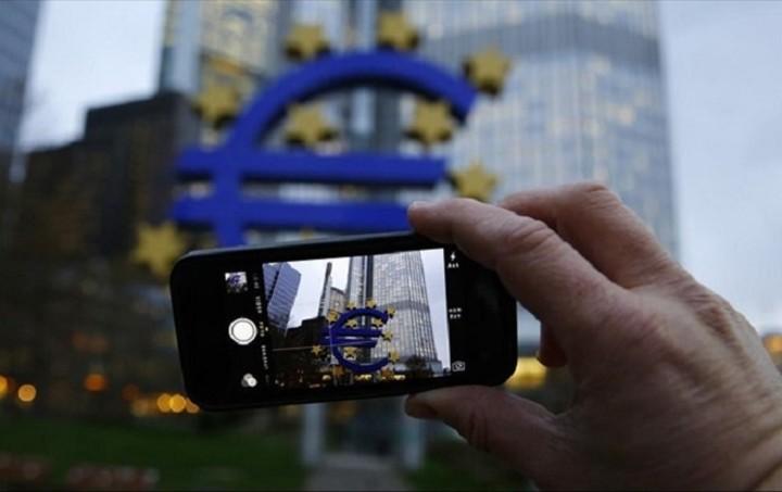 Οι πολιτικές της ΕΚΤ μείωσαν το κόστος δανεισμού στην Ευρωζώνη