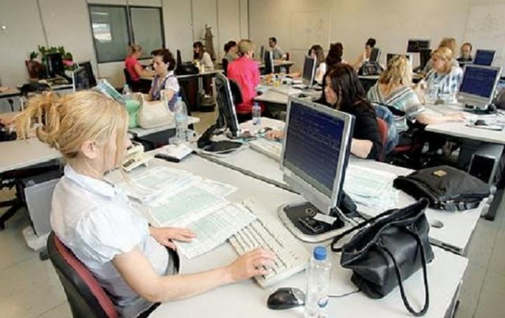 Υπ. Εσωτερικών: Αυξήσεις 30-50 ευρώ στους μισθούς των δημοσίων υπαλλήλων