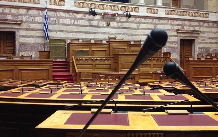 Ένταση στη Βουλή μεταξύ ΣΥΡΙΖΑ - ΝΔ για τη Δραπετσώνα
