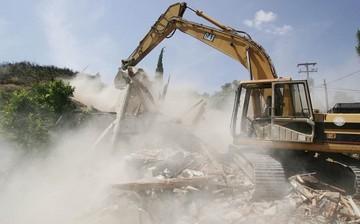Αναστέλλονται πανελλαδικά οι κατεδαφίσεις αυθαιρέτων