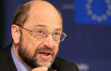 Σουλτς: Προσφυγικό και πρόγραμμα στήριξης είναι δύο διακριτά θέματα