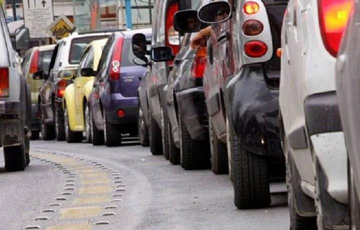 Το «διπλό χτύπημα» σε 465.000 οδηγούς – Τι αλλάζει με τα τέλη κυκλοφορίας