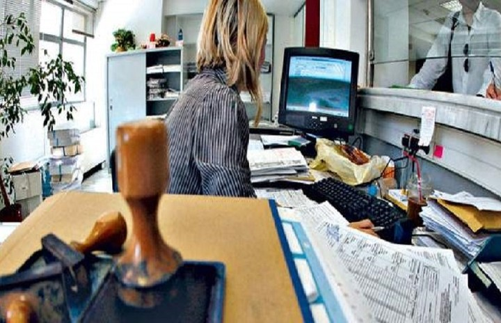 Τα πάνω κάτω στους μισθούς των δημόσιων υπαλλήλων -Ποιοι θα υποστούν μειώσεις