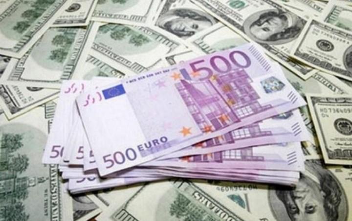 Συνάλλαγμα: Στα 1,0717 δολάρια το ευρώ
