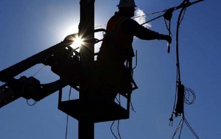 ΔΕΔΔΗΕ: 15.000 διακοπές ρεύματος το τελευταίο δεκαπενθήμερο