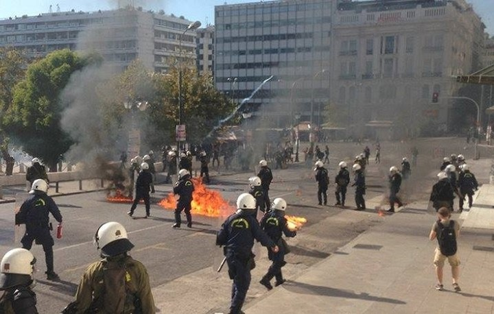 CNBC: Χιλιάδες πολίτες στους δρόμους της Αθήνας