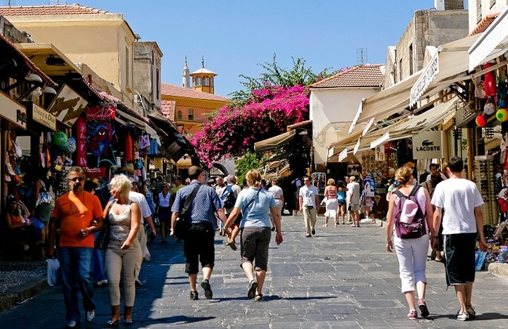 Ντάισελμπλουμ και Ρέγκλινγκ λένε όχι στη μείωση του ΦΠΑ στον τουρισμό