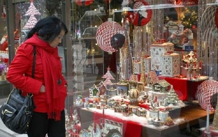 Μειωμένες οι χριστουγεννιάτικες δαπάνες των Ελλήνων