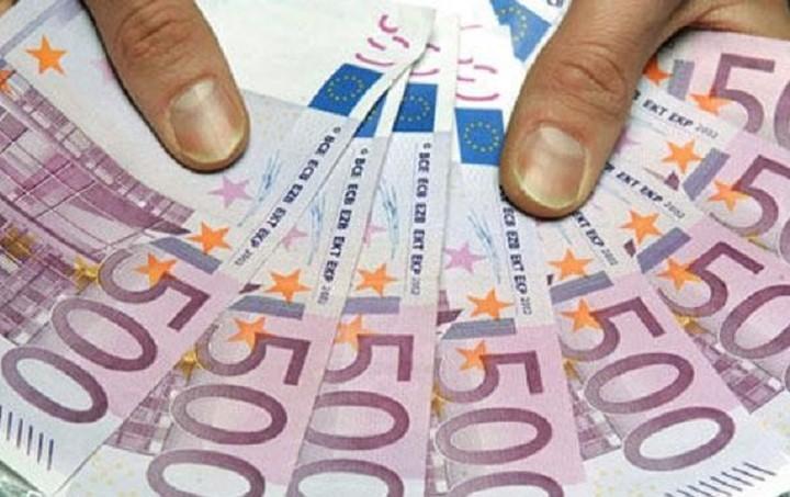 """De Tijd: Η Ελλάδα μια ανάσα πριν από το """"φρέσκο"""" χρήμα της ΕΕ"""