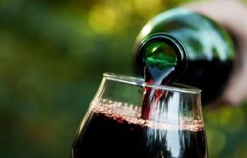 Μειώνεται στο μισό ο φόρος στο κρασί - Ποια κρασιά εξαιρούνται