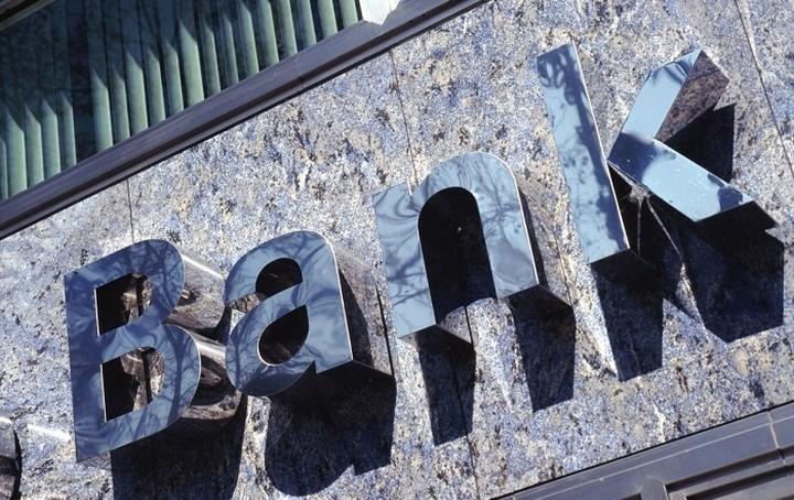 Οι τράπεζες μειώνουν χρεώσεις και προμήθειες για τις συναλλαγές με επιχειρήσεις