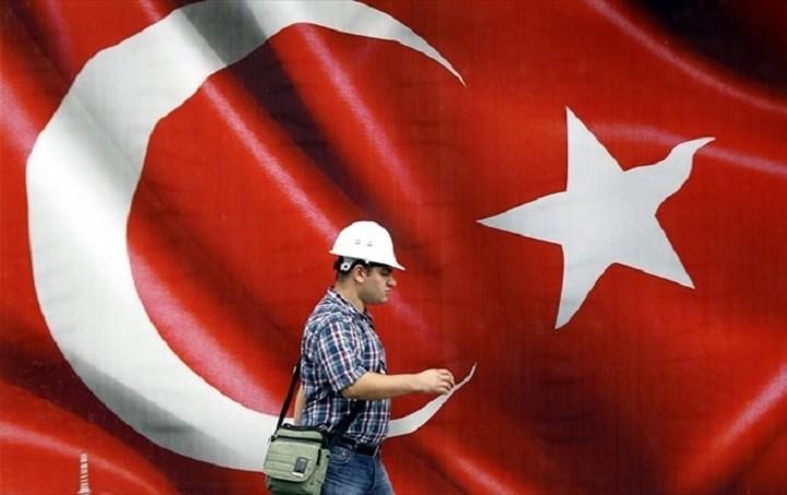 Bloomberg: Τι επιπτώσεις θα έχει στη τουρκική οικονομία το ρωσικό εμπάργκο