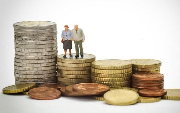 Κοκτέιλ μέτρων με αυξήσεις εισφορών και μειώσεις συντάξεων