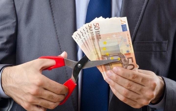 Ψαλίδι στους μισθούς του Δημοσίου ζητούν οι δανειστές - Ποιοι κινδυνεύουν