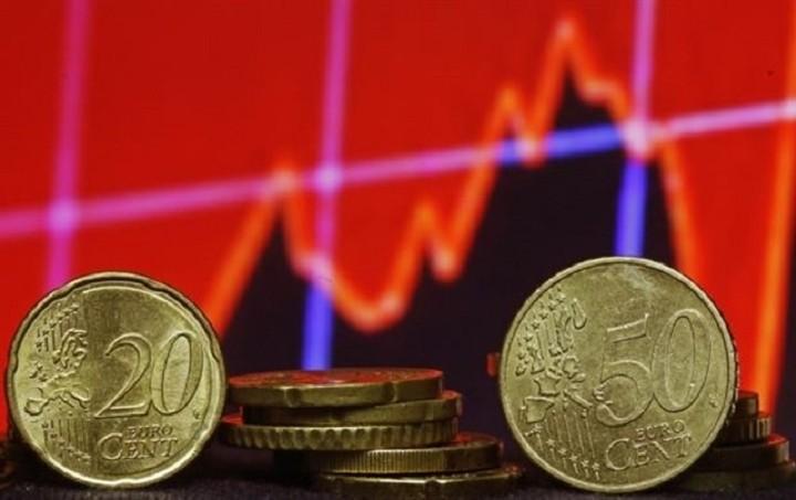 Financial Times: Απώλειες για το ευρώ λόγω ΕΚΤ