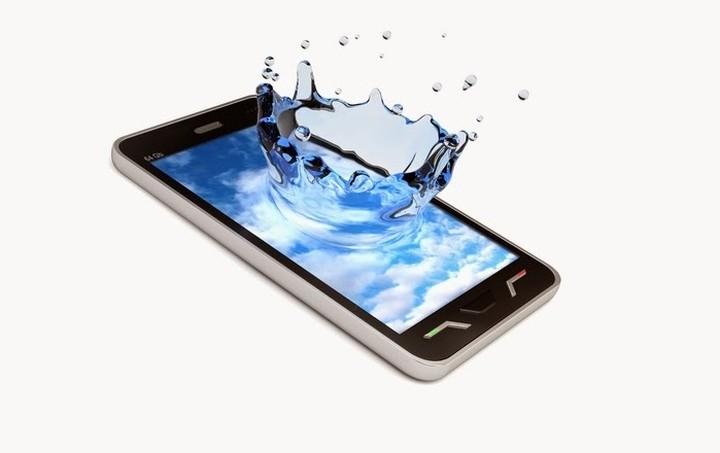 Έρχεται το πρώτο smartphone που θα μπορεί... να πλυθεί! (Βίντεο)