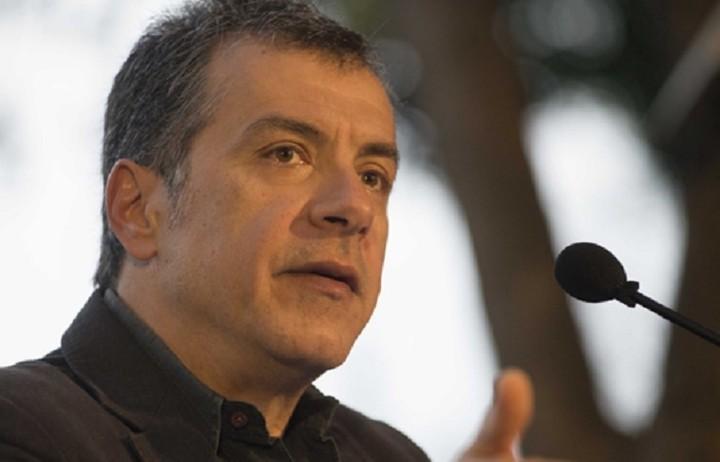 Θεοδωράκης: Ο Τσίπρας νοιάζεται πιο πολύ για το καθεστώς του παρά για την κοινωνία
