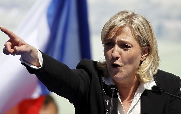 Θρίαμβος Λεπέν στις κάλπες μετά το μακελειό στο Παρίσι