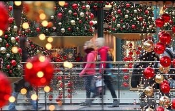 Από αύριο το εορταστικό ωράριο- Ποιες μέρες και ώρες είναι ανοιχτά τα καταστήματα