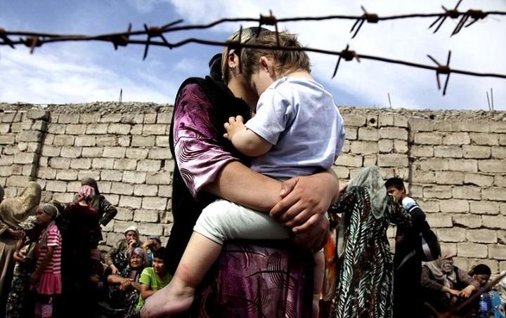 Έπεσαν οι υπογραφές για το πρόγραμμα επιδότησης ενοικίου για 20.000 πρόσφυγες