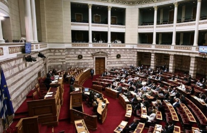 Υπερψηφίστηκε ο νόμος για τα κόκκινα δάνεια και το μισθολόγιο στο Δημόσιο