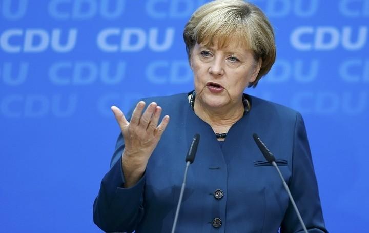 Μέρκελ: Επιμένουμε στην εφαρμογή των hot spots σε Ελλάδα και Ιταλία
