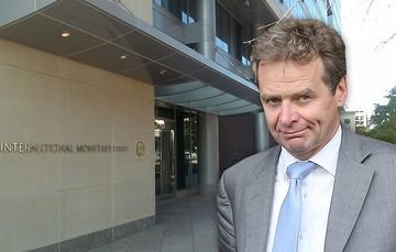 «Βελούδινο διαζύγιο» του ΔΝΤ με την Ελλάδα εισηγείται ο Πολ Τόμσεν