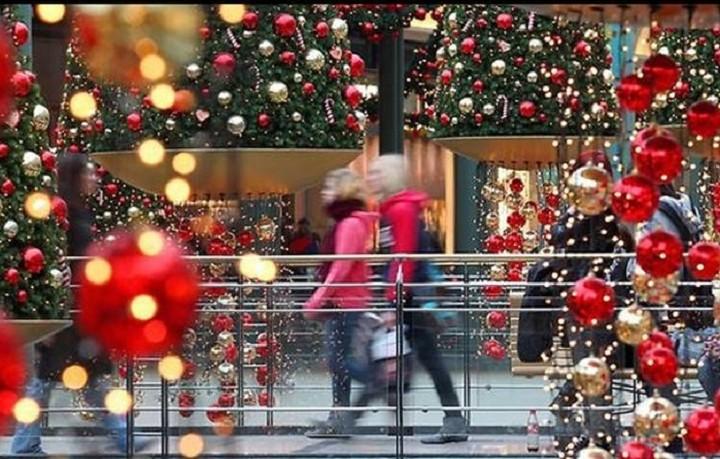 Ανοιχτά αύριο τα μαγαζιά -Το ωράριο μέχρι την Πρωτοχρονιά