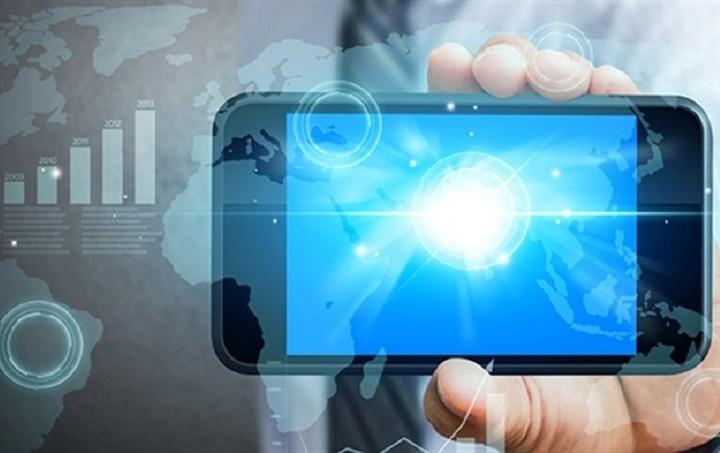 Μείωση προσωπικού και πτώση τζίρου στις τηλεπικοινωνίες