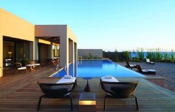 Τα 10 καλύτερα παραθαλάσσια ξενοδοχεία στην Ελλάδα [λίστα]