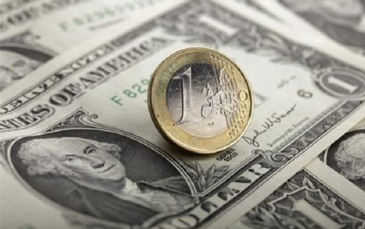 Άνοδο 0,03% για το ευρώ έναντι του δολαρίου