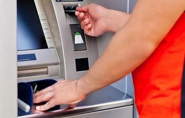 Δείτε πόσο αυξάνεται το όριο ανάληψης από τις τράπεζες