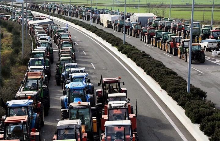 Μπλόκα στήνουν οι αγρότες και οι κτηνοτρόφοι σε όλη τη χώρα- Ο χάρτης των κινητοποιήσεων
