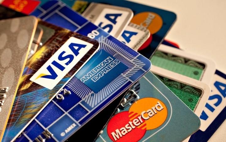 """Ραβασάκια σε κατόχους """"κόκκινων"""" πιστωτικών καρτών"""